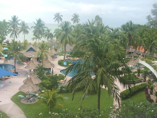 Golden Sands Resort by Shangri-La : View from our balcony