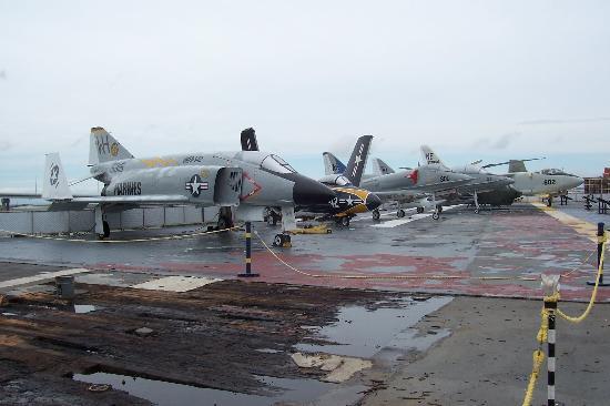 USS LEXINGTON : Another view of flight deck
