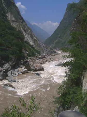 ‪Tiger Leaping Gorge (Hutiao Xia)‬