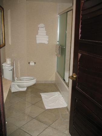 Montego Bay Casino Resort: Single king suite no plasma tv