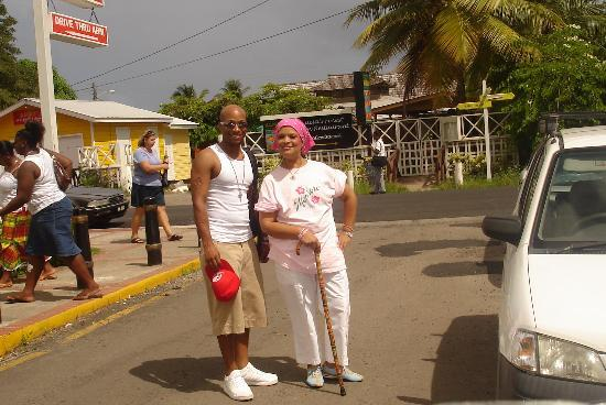 Coco Palm Resort: mom and I headed to store