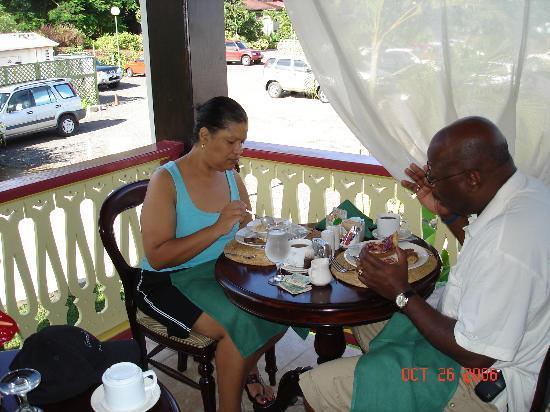 Coco Palm Resort: Breakfast Ti Banane