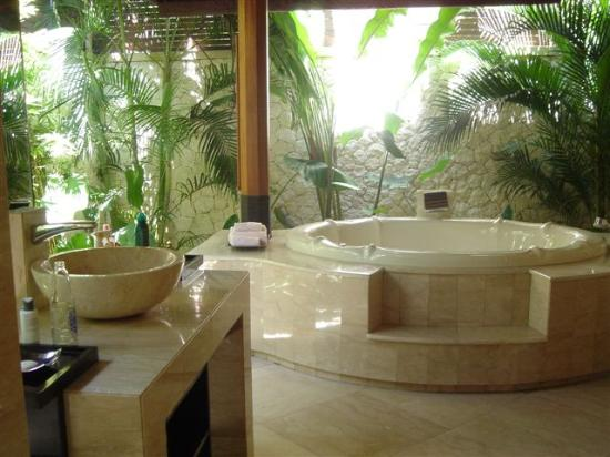 "Novotel Bali Benoa: Yes, the bathroom is ""outside"""