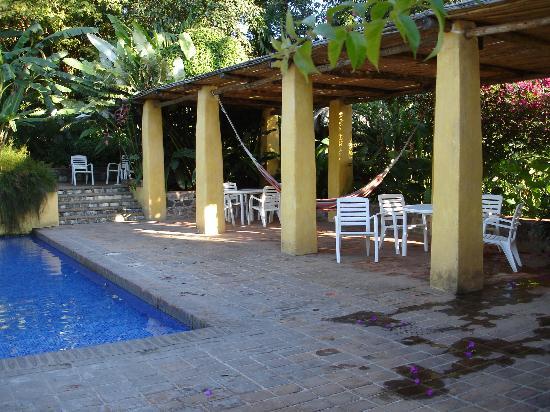 Quinta de las Flores: Pool and bar