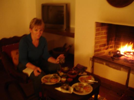 Quinta de las Flores: Room service by the fire