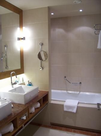 Junior Suite 818 - Bathroom