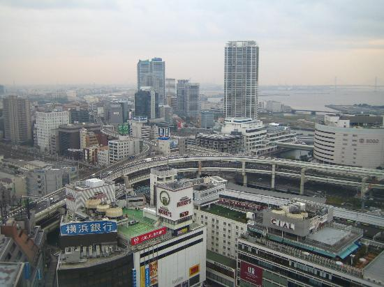 Yokohama Bay Sheraton Hotel and Towers : View on Yokohama Train Station