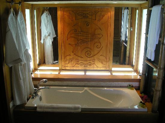 Bora Bora Pearl Beach Resort & Spa: View of bathroom