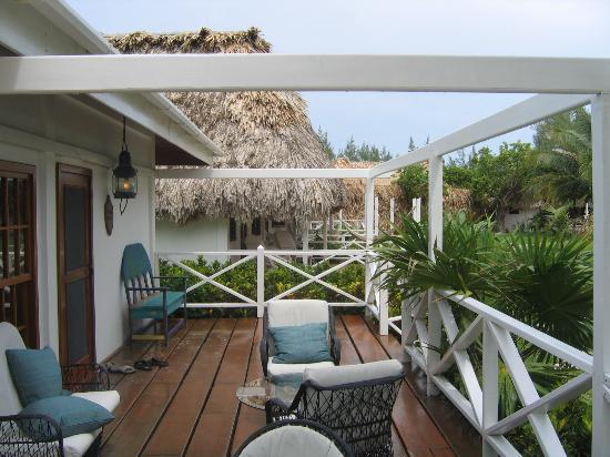 Victoria House Resort & Spa : side porch of plantation suite