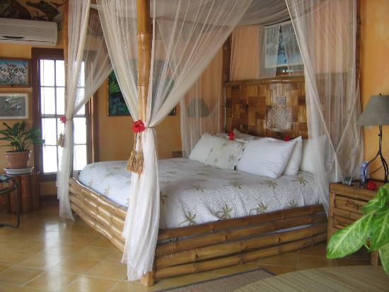 Victoria House: plantation suite bed
