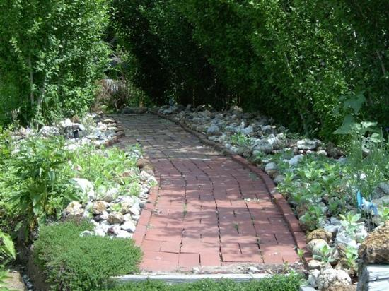 Exceptional Cobbler Room U0026 Cottage Bu0026B And Massage: Lovely Garden Pathway At The Patty  Kerr B