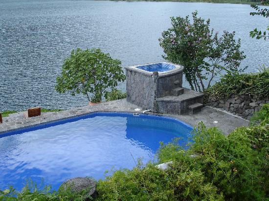 Posada de Santiago: The pool and jacuzzi