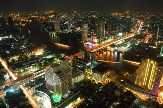lebua at State Tower : View of Chao Praya River by night