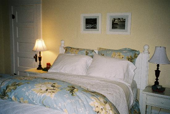 McFarland Inn Bed and Breakfast: Ultra comfortable bed in the DeSmet Room