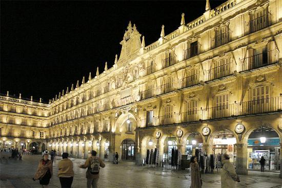 Hotel Rector: Plaza Mayor at night