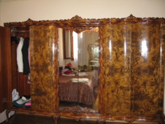 Pensione Guerrato: Gorgeous wardrobe in the 2 bedroom apartment! Wish this was home!