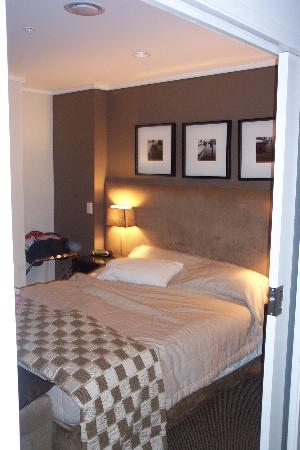 Hotel on Devonport: bedroom