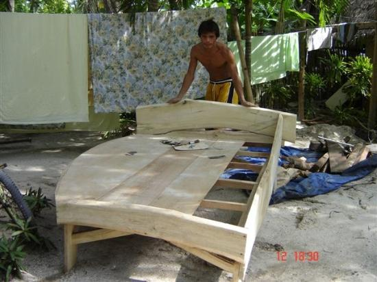 Bantayan Island, Philippines : Building my bed??