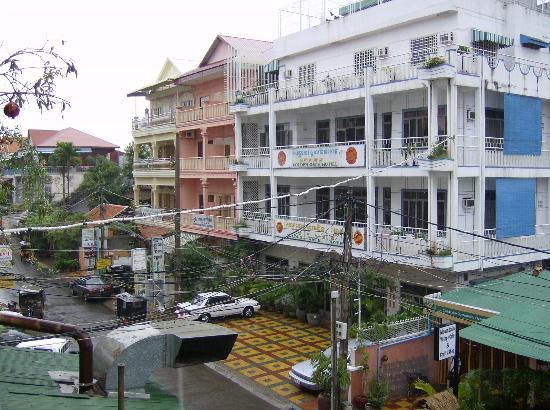 Golden Gate Hotel- old wing (white building)