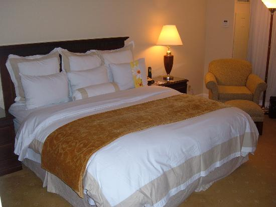 Miami Marriott Dadeland: Nice & Comfortable Bedding