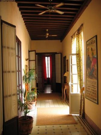 Casa No 6 : The corridor / el pasillo