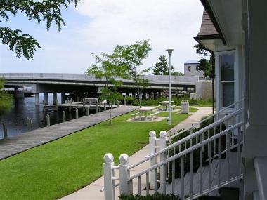Columbia visitor center benches