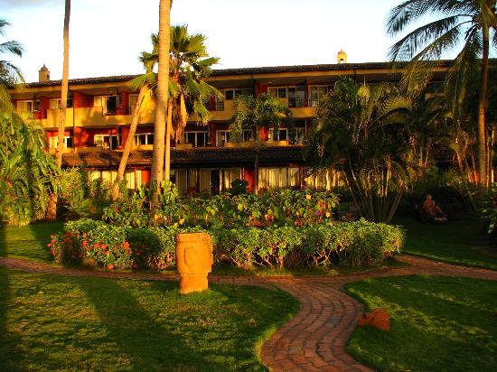 Hotel Tamarindo Diria: Looking at the Sunset view Rooms