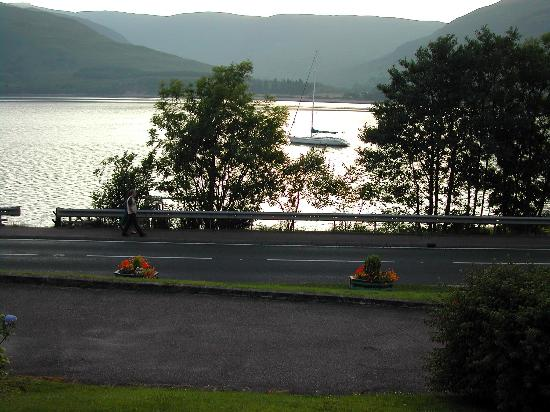 Clan Macduff Hotel: View from the front