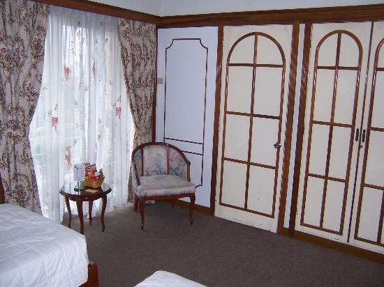 Metropole Hotel: Room At Metropole