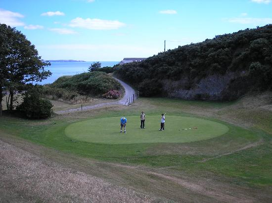 Dunmore House Hotel: won this hole...only one I did. Lovely though.