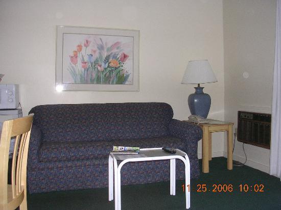 Seacastles Resort Inn and Suites: lovely living room set, haha