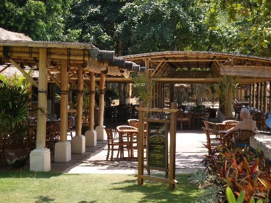 Belmond Jimbaran Puri: Restaurante en la playa