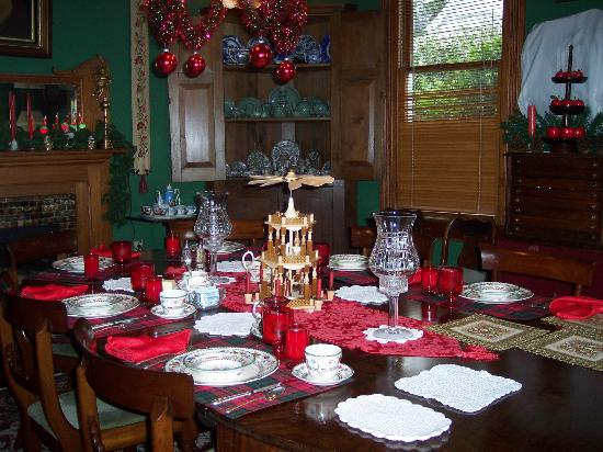 Bluff Top Bed and Breakfast: dining room