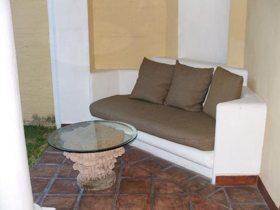 Casa Velas: outside lounge area