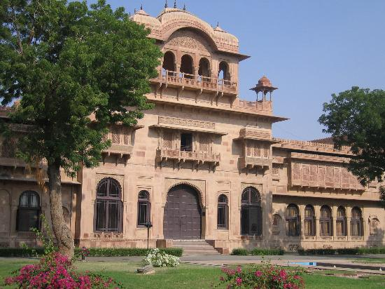 The Lallgarh Palace: Large Courtyard