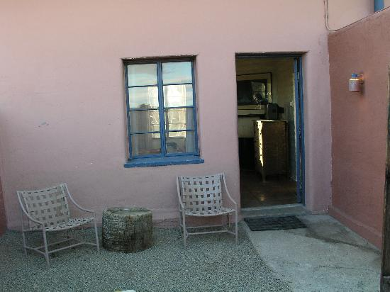 29 Palms Inn: view from courtyard