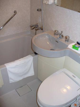 Hotel Asia Center of Japan: Small but useful bathroom with electronicToto toilet/bidet