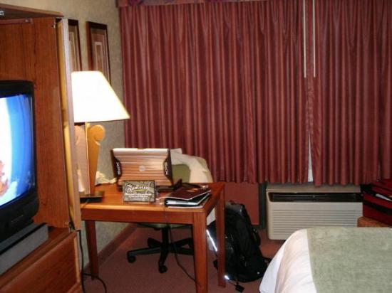 Akron City Centre Hotel: Free wireless/the desk