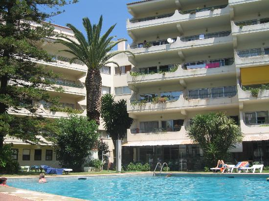 Parque Mourabel Apartments: Poolside at the Parque Mourabel