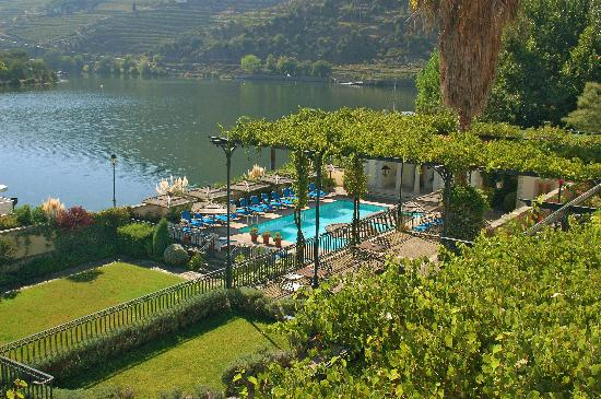The Vintage House Douro: View of pool & River from Junior Suite