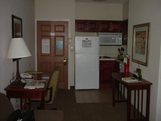 Staybridge Suites Cranbury: Kitchenette