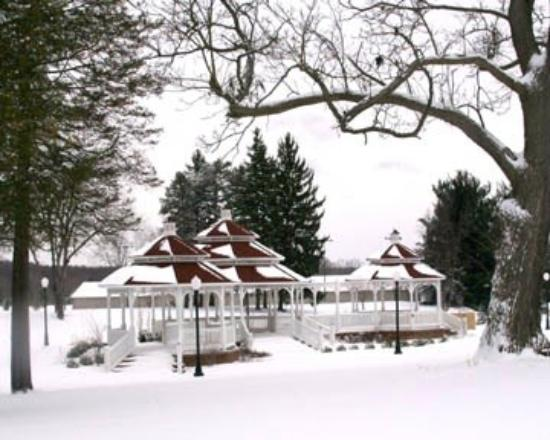 Julia's Bed & Breakfast: Julia's Winter Gazebo