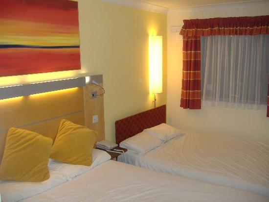 Premier Inn Preston South (Craven Drive) Hotel: the bedroom