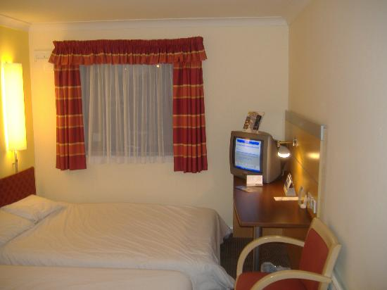 Premier Inn Preston South (Craven Drive) Hotel: the tv