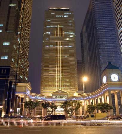 China Mayors Hotel : Exterior view at night