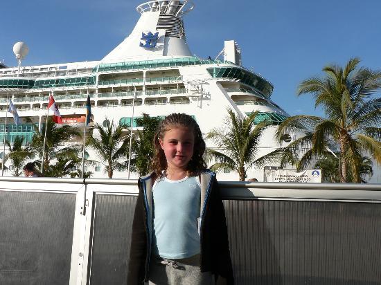 Villas Vallarta by Canto del Sol: Cruise ship