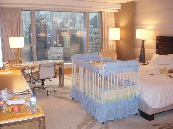 Four Seasons Hotel Hong Kong: Business travel with baby ain't so bad