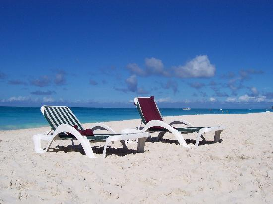 Royal West Indies Resort : Beach chairs for the RWI.