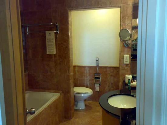 Seremban, Malesia: Nice & spacious bathroom