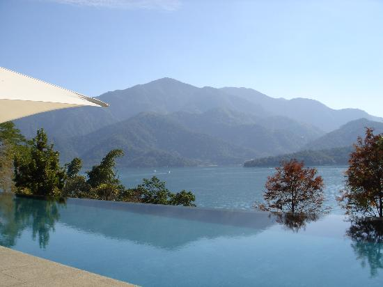 The Lalu Sun Moon Lake : swimming pool visually connects with the Sun Moon Lake